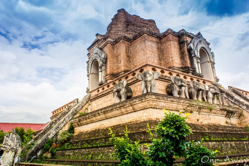 Wat Chedi Luang in Chiang Mais Old City  One Away